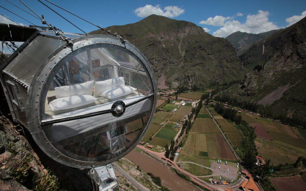 Video Conoce El Hotel Que Cuelga Desde La Cima De Una Montana En Peru Natura Vive